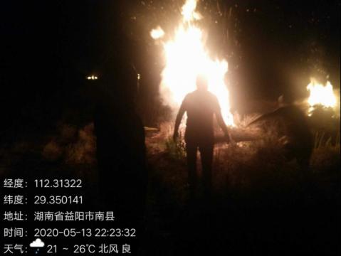 南县:夜查秸秆禁烧工作