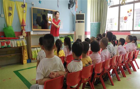 益阳市生态环境局走进幼儿园开展安全文明交通宣传活动